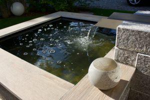 Wasserspiel Terrasse Garten Nahaufnahme