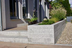Hochbeet Granit bepflanzt
